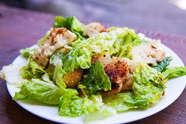 Заказать салат «Цезарь» с доставкой