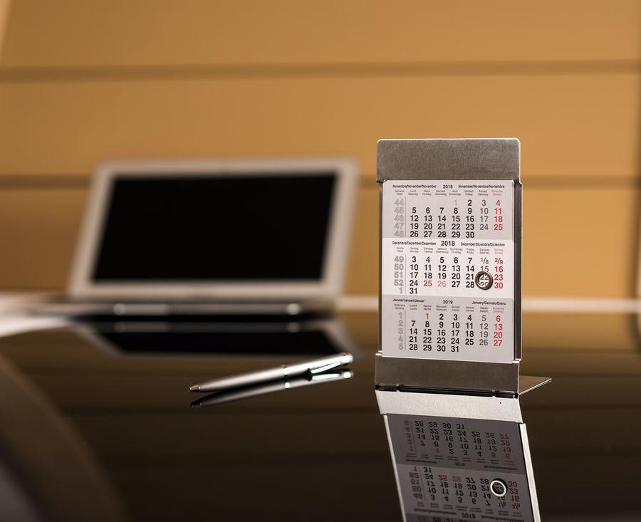 стальные настольные календари