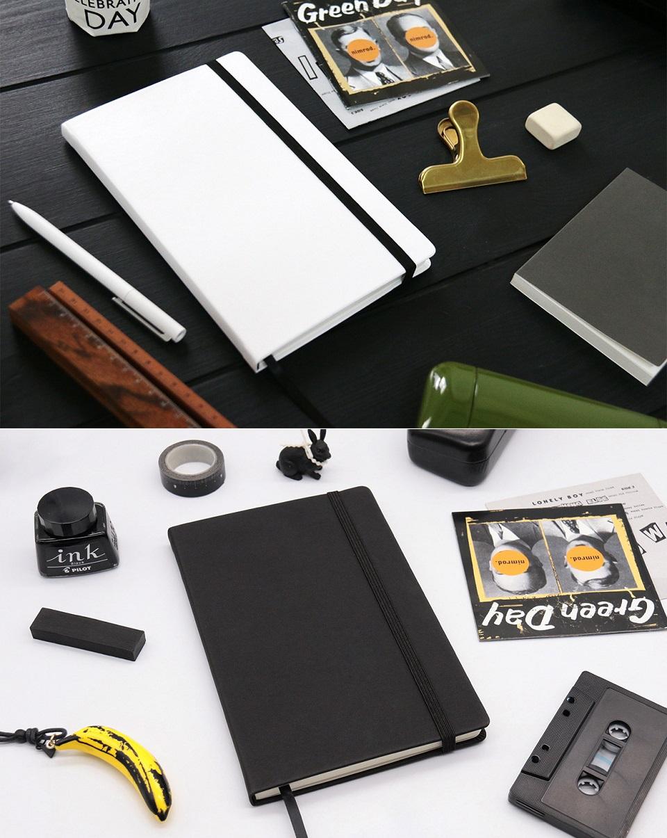 Записная книжка Mi Notepad Multifunctional на фоне других предметов