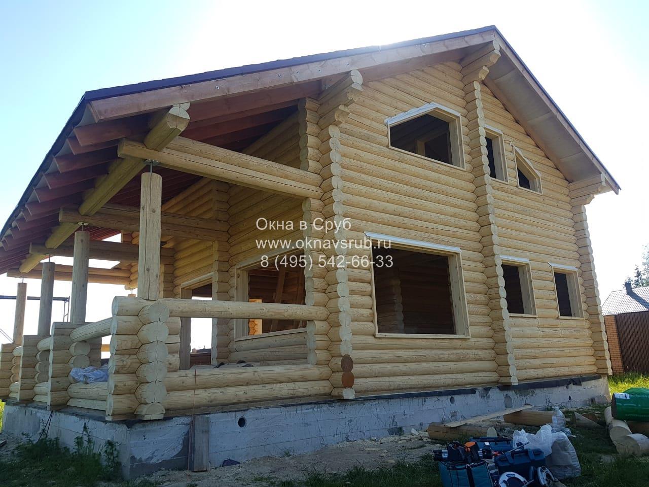 Обсада и окна деревянном доме
