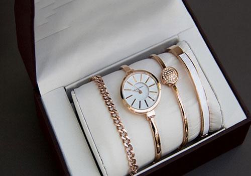 часы с браслетами Анна Кляйн