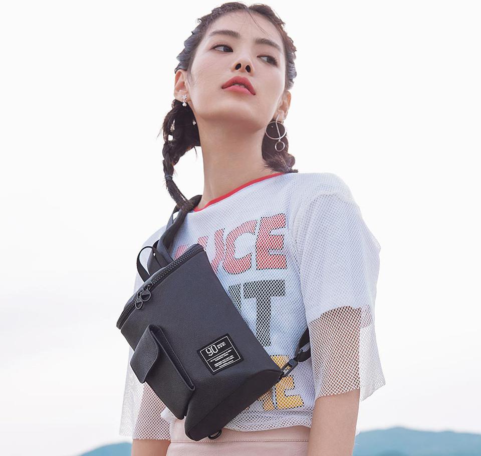 Сумка RunMi 90 Chic Casual Chest Bag девушка с сумкой