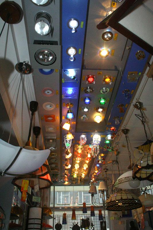 ассортимент точечных светильников для потолка