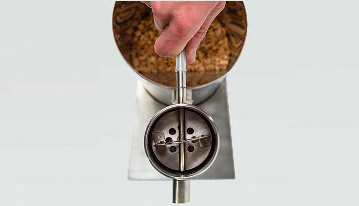 Шаг 2: соединяем компрессор со штуцером смолоотделителя