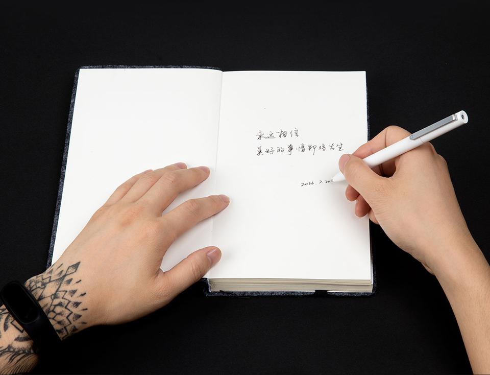 Сменный стержень  Ink Pen refill для ручки Xiaomi Mijia в работе