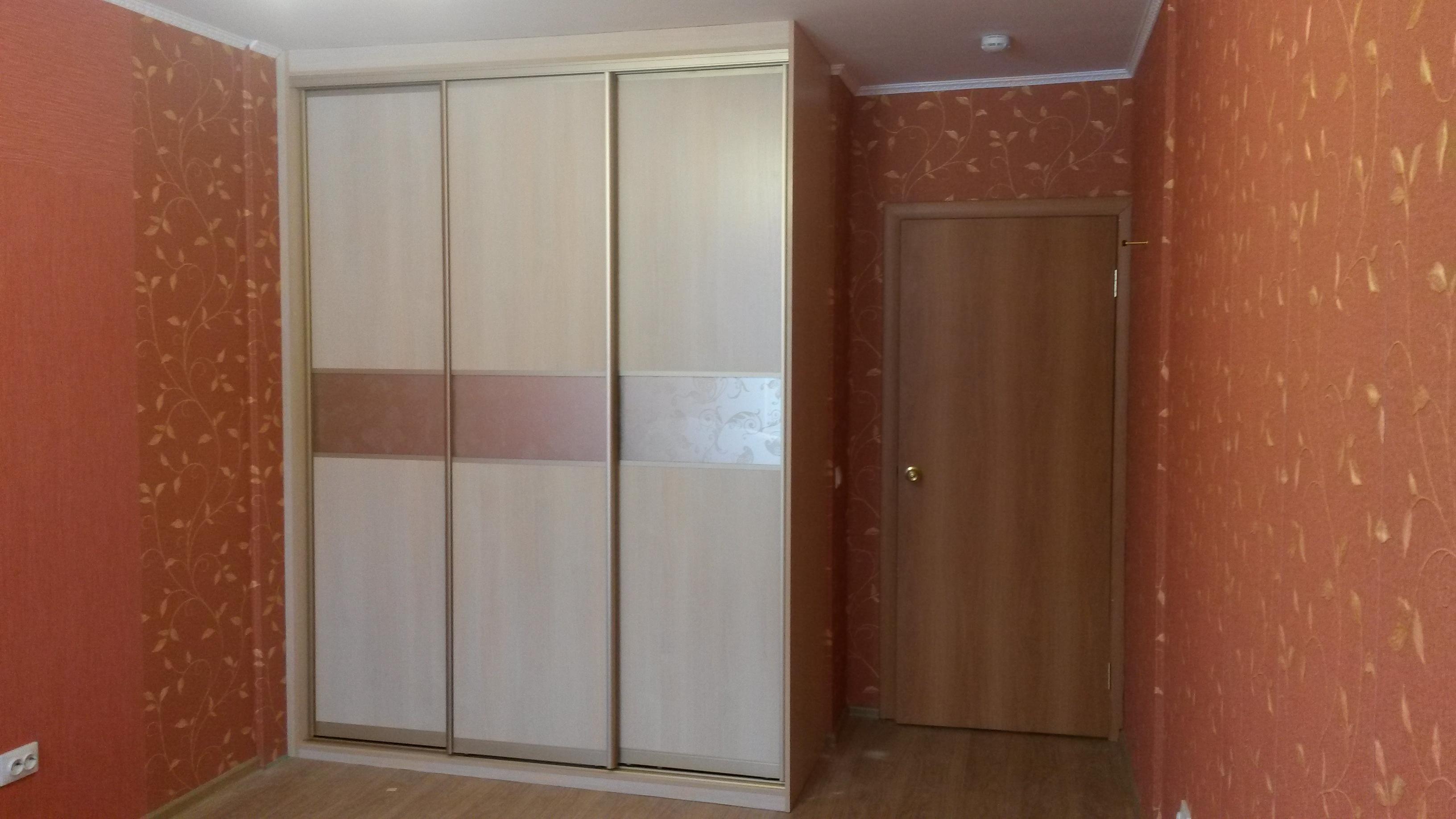 Встроенные шкафы купе с дверями ЛДСП