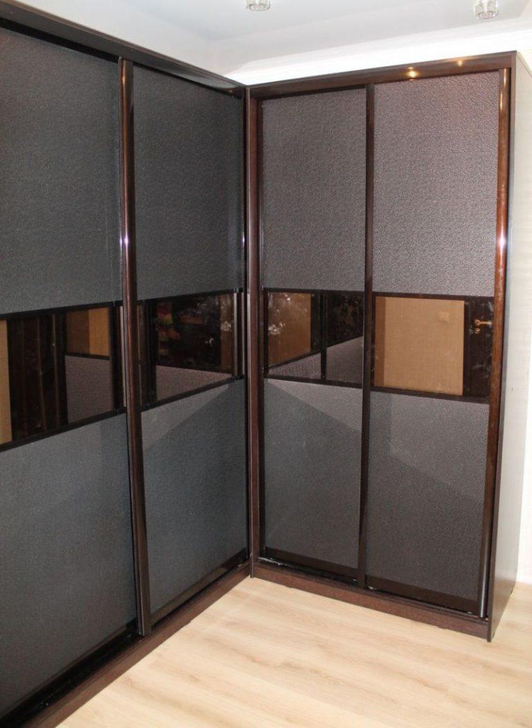 Шкафы купе с эко кожей и зеркалом фото