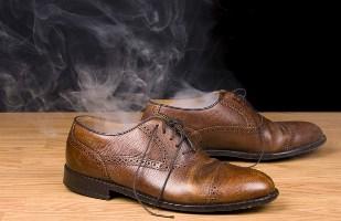 Как быстро и качественно почистить кожаные стельки