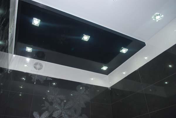 натяжной потлок черный в ванной