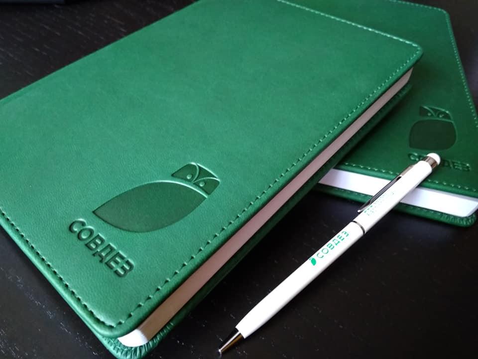 зеленые датированные ежедневники оптом