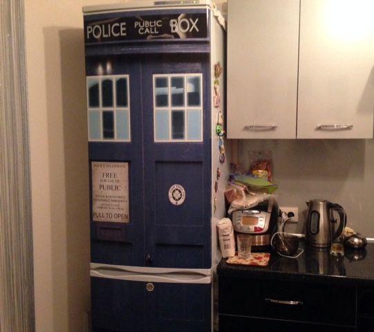 Наклейка на холодильник - Тардис