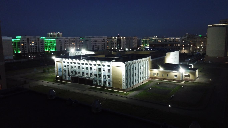 освещение здания школы
