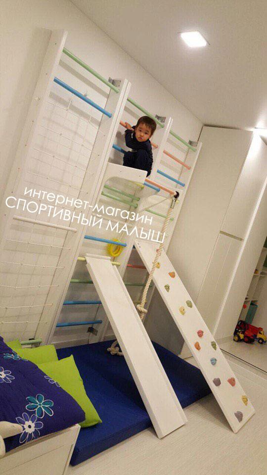 Деревянный трехмодульный спортивный комплекс для детей из массива сосны пристенный улучшенный грейс с набором дополнительного оборудования, турником, скалодромом переменной высоты, матом , канатом в комплекте. Купить с доставкой