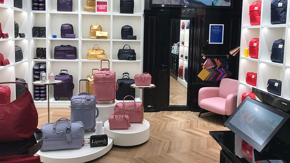 Интерьер салона французского бренда багажа и сумок Lipault в торгово-развлекательном центре «Афимолл»