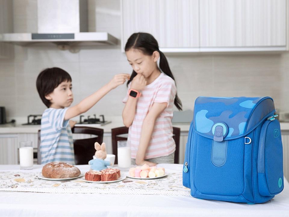 Рюкзак Mi Multi-functional children bag дети на кухне с ранцем