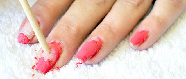 Удаление покрытия с ногтей