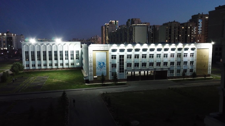 подсветка фасада здания школы