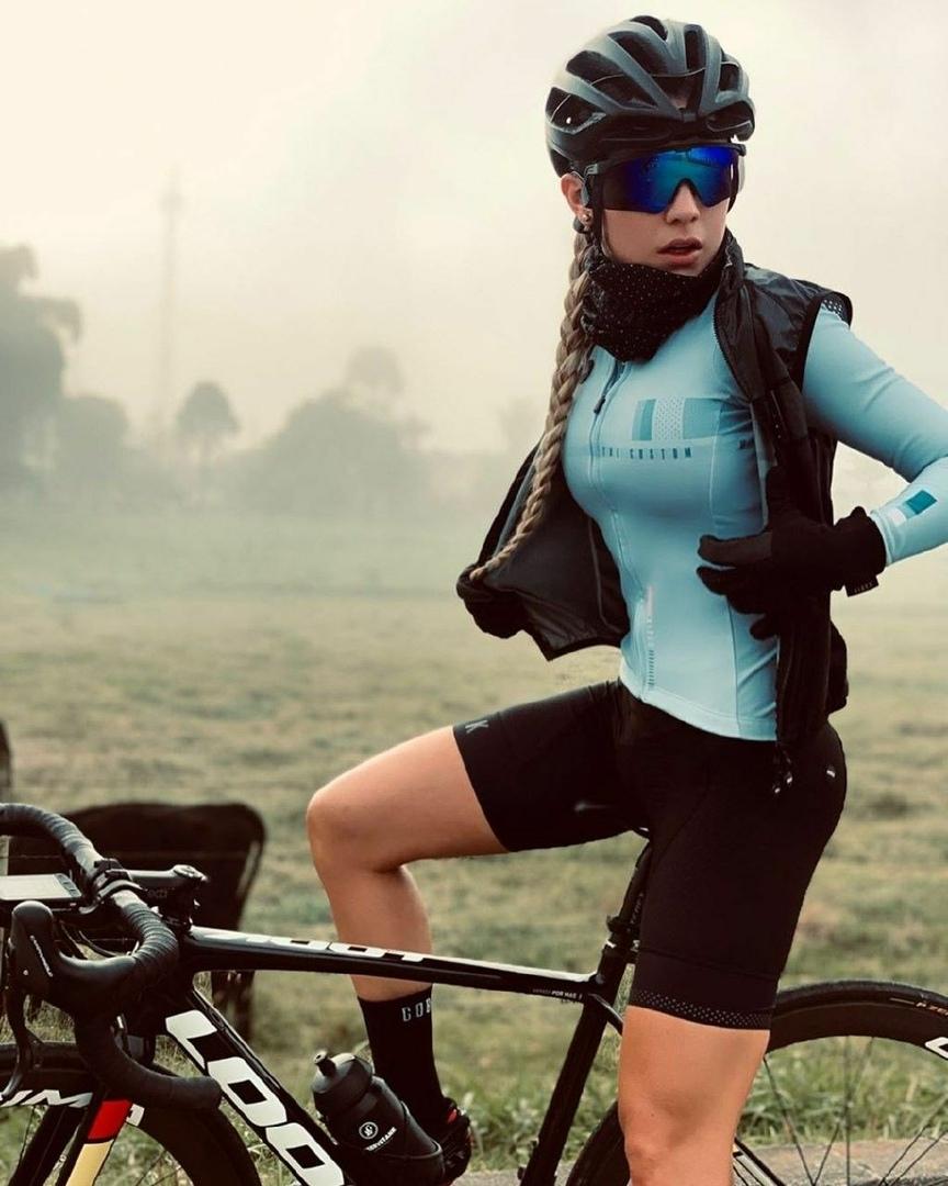 Девушка на велосипеде, изображение №1