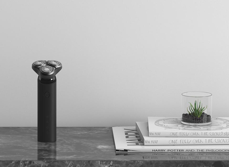 Электробритва Mijia Electric Shaver Black MJTXD01SKS на столе