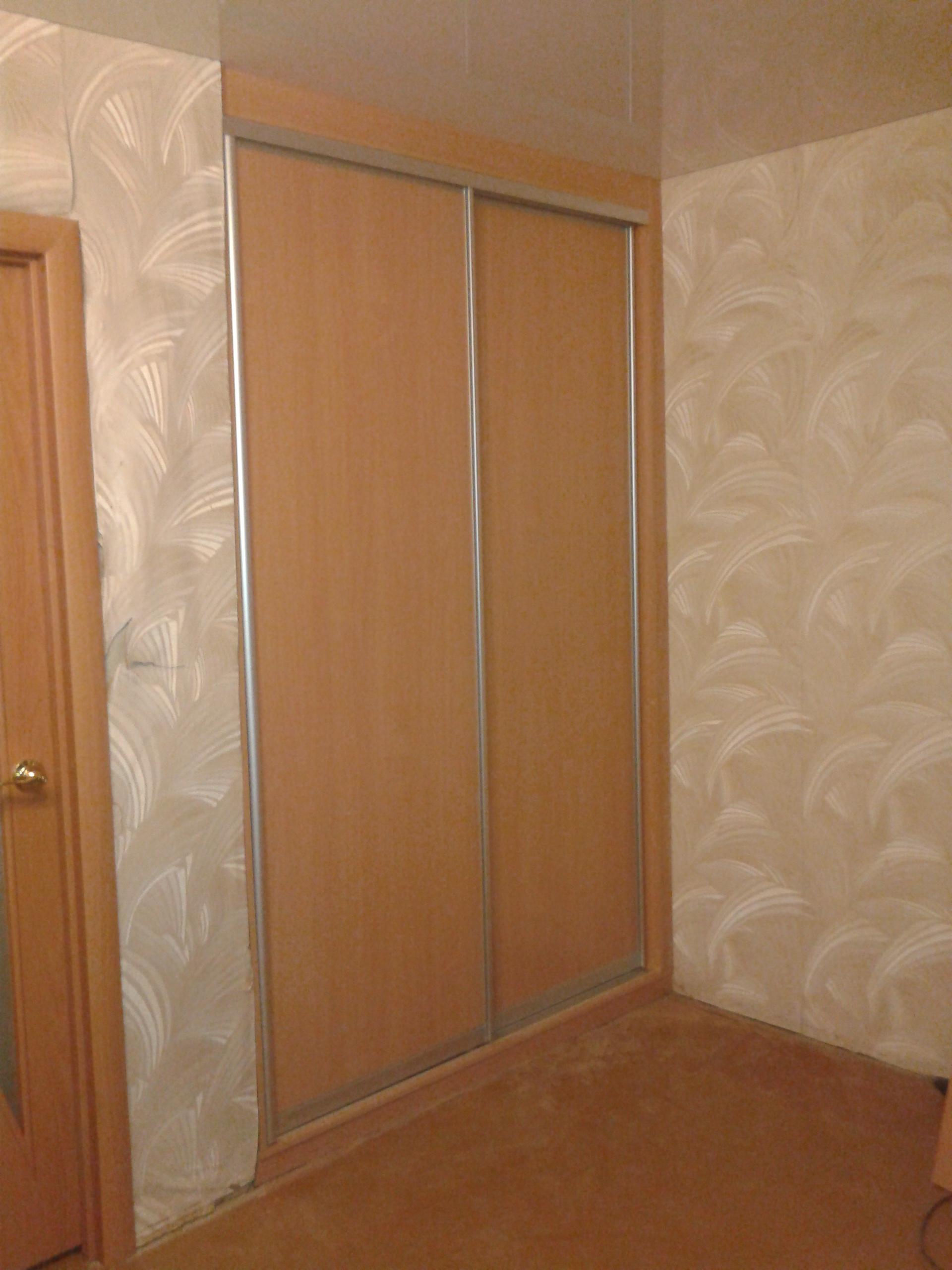 Встроенный шкаф купе под натяжной потолок в Екатеринбурге на заказ