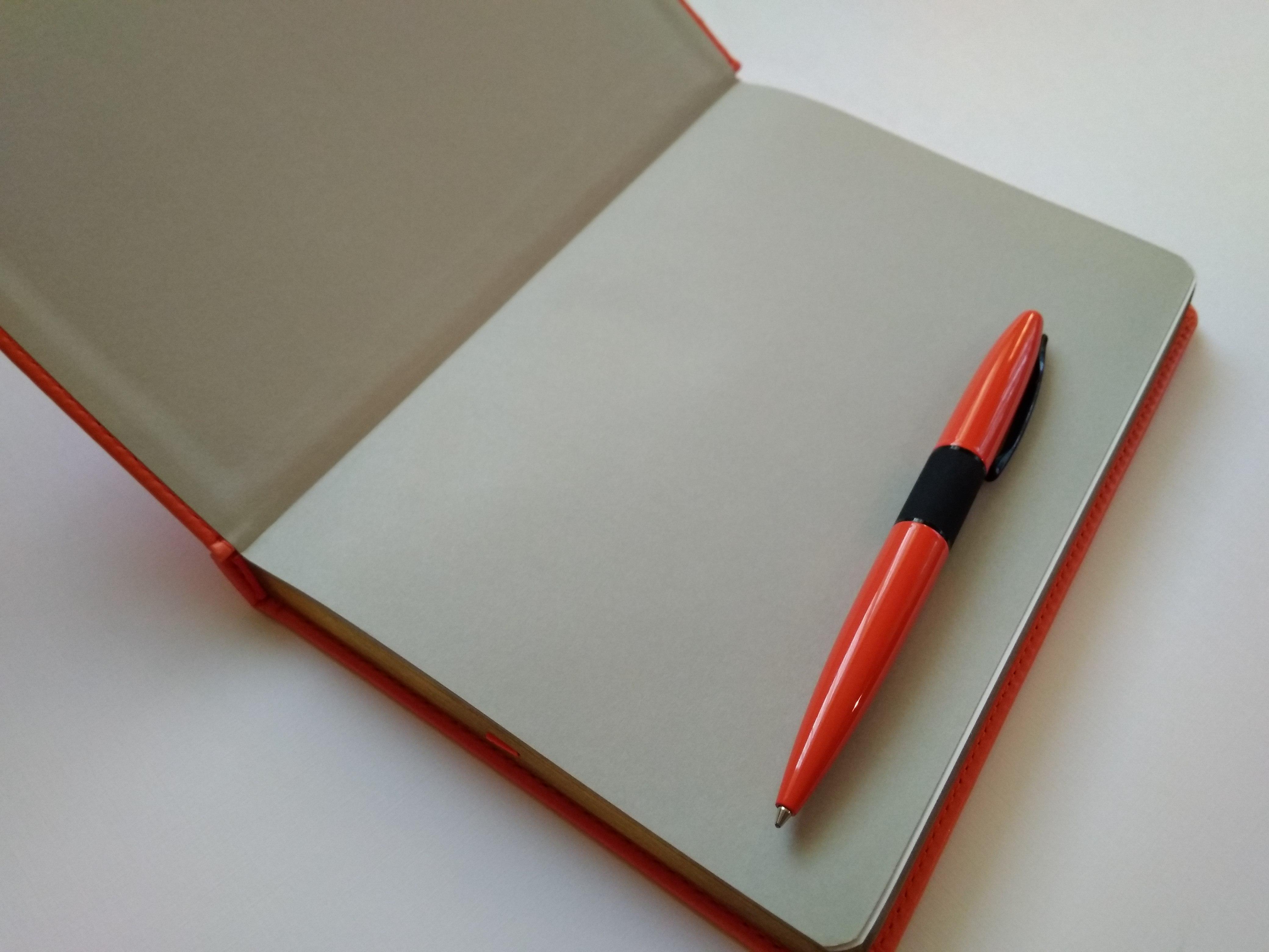 оранжевые ежедневники с золотистым срезом