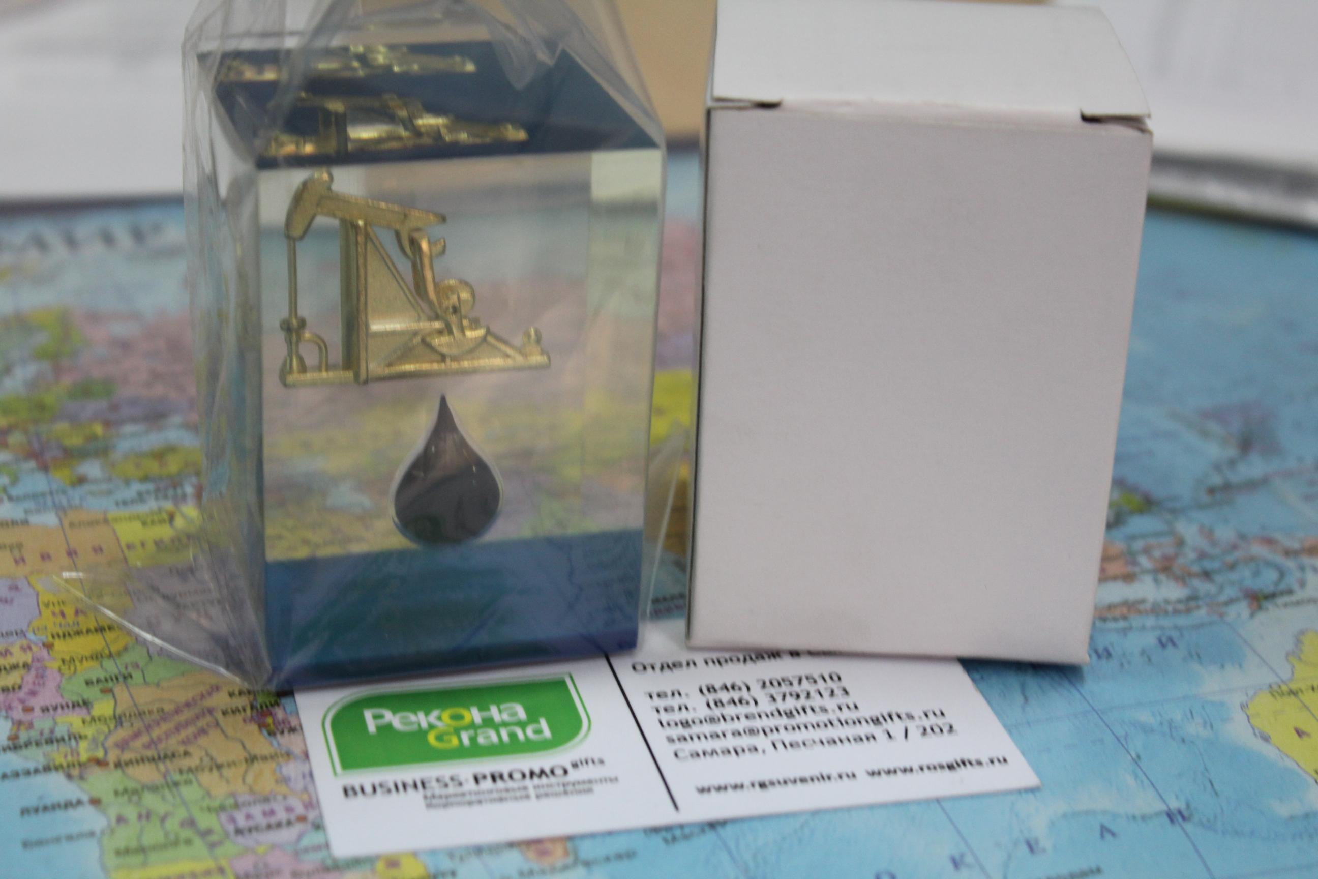 сувениры с каплей нефти