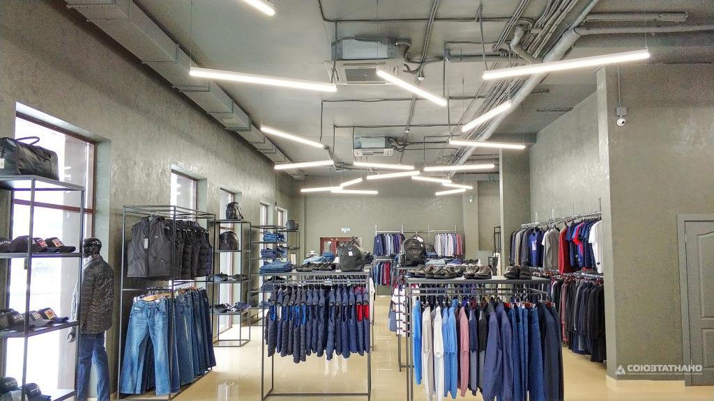 91ba65ca8401c В декабре 2018 года наша компания реализовала проект по освещению магазина  брендовой одежды VipStore, в котором установлены светильники компании  RayLux ...